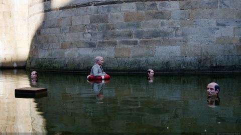Drowning men ?